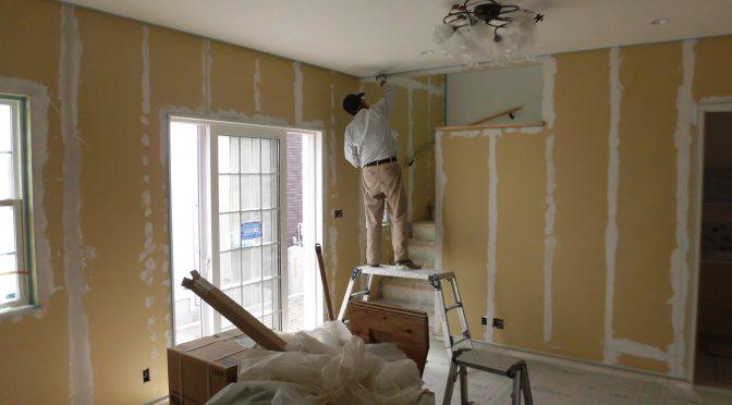 塗り壁工事進んでいます