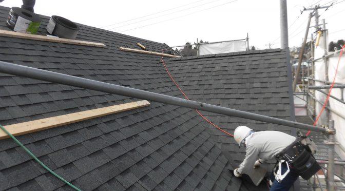 屋根葺き始まりました