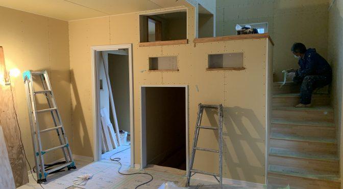 内部塗装始まりました